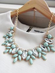 I love how a statement necklace can instantly dress up the most casual outfit.