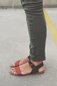 Simple olive green skinnies paired with super cute neutral sandals.